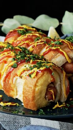 Want a hot dog, but missing buns? Grab some white bread, a slice of cheese and make a twisted dog instead! Want a hot dog, but missing buns? Grab some white bread, a slice of cheese and make a twisted dog instead! Hot Dog Recipes, Chicken Recipes, Appetizer Recipes, Dinner Recipes, Soup Recipes, Appetizers, Good Food, Yummy Food, Cooking Recipes