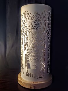 probably not feasible, but I'd love something like this with an illuminated mosaic pillar inside. Pvc Pipe Crafts, Pvc Pipe Projects, Cool Diy Projects, Dremel, Tube Pvc, Bamboo Crafts, Handmade Lamps, Ceramic Techniques, Diy Bottle