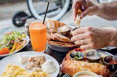 De culinaire revolutie van Tel Aviv: ontdek hoe een stad haar eetcultuur heruitvond (en waar je die kan proeven) Tel Aviv, Ethnic Recipes, Bucket, Wanderlust, Travel, Places, Hush Hush, Viajes, Lugares