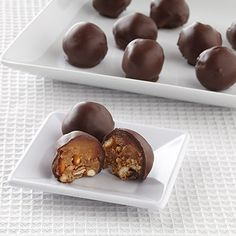 Ghirardelli Baking: Peanut Butter-Pretzel Bonbons Pretty in the Petit Four Tray or just on the Roul'pat/Silpat. Candy Recipes, Sweet Recipes, Cookie Recipes, Dessert Recipes, Cheesecake Recipes, Peanut Butter Pretzel, Chocolates, Just Desserts, Gourmet
