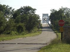 The Illinois approach to the Chain O'Rocks Bridge, which carried Route 66 over the Mississippi from the early 1930s to 1967.