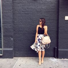 Floral skirt and black camisole with nude accessories on Kendi Everyday. Mom Outfits, Simple Outfits, Summer Outfits, Spring Look, Spring Summer Fashion, Daily Fashion, Retro Fashion, Skirt Fashion, Fashion Outfits