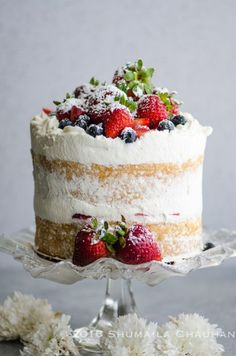 Classic Genoise with summer berries and whipped cream - The Novice Housewife