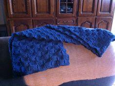 Dambordsteek, Royal wol (100g 241m), breipriemen 5, 40 steken opgezet, uiteinden aan elkaar genaaid.
