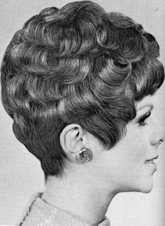 Awesome layered curls and exposed neck. 1960 Hairstyles, Permed Hairstyles, Vintage Hairstyles, Short Permed Hair, Short Hair Cuts, Curly Perm, Curly Short, Hair Styles 2014, Curly Hair Styles