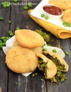 Delicious to the core, that's what this Mutter ki Kachori is! You would never have, really, tasted a kachori with such a flavourful filling. Crushed green peas are pepped up with a rather snazzy assortment of spices, of which nigella really stands out, with its prominent flavour. You will also enjoy the soft texture of the filling, which contradicts the crusty, melt-in-the-mouth cover!