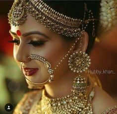 Indian wedding dress In India, the wedding rituals and clothes weding: indian bridal jewelry Indian Bridal Makeup, Indian Bridal Fashion, Indian Wedding Jewelry, Bridal Makeup Pics, Indian Jewelry, Bridal Pics, Bride Makeup, Indian Weddings, Wedding Makeup