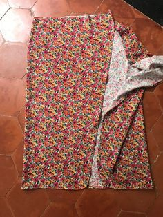 easiest wrap skirt in the world free and without pattern Yes Are Makers Coin Couture, Baby Couture, Couture Sewing, Sewing Clothes, Diy Clothes, Clothes For Women, Diy Kleidung, Diy Vetement, Skirts With Pockets