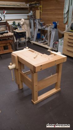 Woodworking Bench Lake Erie Toolworks Demo Bench built by Domidrewno - Picture 22 - Workbench Designs, Workbench Plans, Woodworking Workbench, Learn Woodworking, Woodworking Projects Diy, Popular Woodworking, Build Your Own Garage, Tool Bench, Built In Bench