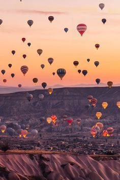 Cappadocia, Turkey, hot air balloon story by created on the Steller app. Landscape Photography, Nature Photography, Travel Photography, Ballons Photography, Photography Ideas, Travel Wallpaper, Iphone Wallpaper, Desktop Backgrounds, Air Balloon