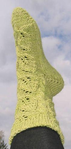 Lehtikoynnos-sukat Knitting Charts, Knitting Socks, Silly Socks, Bed Socks, Knit Stockings, Wool Socks, Designer Socks, Drops Design, Knitting For Beginners