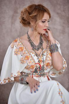 Morrocan Dress, Chinese Kimono, Love Fashion, Womens Fashion, House Dress, Couture Collection, Lace Tops, Traditional Dresses, Chic Outfits