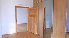 Duże, czteropokojowe mieszkanie w ścisłym centrum Katowic. Powierzchnia użytkowa to aż 123 m2. Dyspozycji są 4 pokoje,  kuchnia, osobno łazienka i WC, a także trzy balkony.  Zapraszamy do kontaktu! Agent nieruchomości: Piotr Jacak TELEFON: +48 55 163 955 http://remax-gold.pl/oferta/nieruchomosc-w-scislym-centrum-katowic