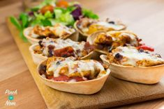 Low Syn Chicken and Black Bean Mini Tortillas are ideal to satisfy your tortilla cravings. We're huge fans of tortillas, but, as with lots of our favourite things they're not too Slimming World friendly, and the syns soon add up. The Old El Paso Stand 'n' Snacks For Work, Healthy Work Snacks, Healthy Recipes, Healthy Meals, Healthy Eating, Healthy Food, Savoury Recipes, Quick Meals, Free Recipes