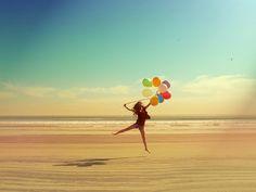 beach + balloons