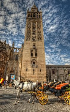 Place: Place Catedral Giralda, Sevilla / Andalucía, Spain. Photo by: Marc (flickr)