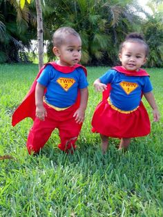 Oh my gosh!  I want them!  Adorable twins. Fraternal super twins :-)