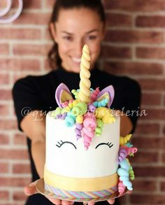 Little me would've ❤️ed a Unicorn cake!