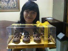 HONEY CAKES: Chocolate Fudge Cupcakes for Opa Boedi
