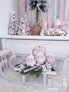 Cute decoration ideas for a winter bridal shower. Handmade Christmas Decorations, Christmas Centerpieces, Diy Christmas Ornaments, Woodland Christmas, Winter Christmas, Christmas Home, Advent Candles, Navidad Diy, Xmas Wreaths