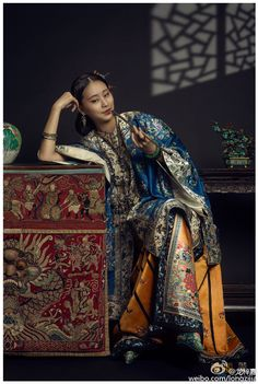 history of chinese clothing fashion - - Oriental Fashion, Ethnic Fashion, Asian Fashion, Fashion Art, Chinese Fashion, Oriental Decor, Trendy Fashion, Traditional Fashion, Traditional Outfits