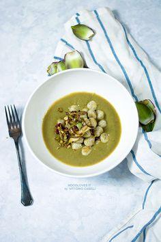 Gnocchi di ricotta con crema di carciofi e carciofi croccanti Semplici ma gourmet... il comfort-food chic! La ricetta su http://noodloves.it/gnocchi-di-ricotta-crema-carciofi/ #Gnocchi #GnocchidiRicotta #Carciofi #Veg #Ricetta #Buonissimo #PrimoPiatto #Vellutata #ComfortFood