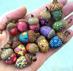 Created by Bull's Eye Studio. Polymer clay acorns. Acorn Crafts, Fun Crafts, Crafts For Kids, Paper Crafts, Flower Crafts, Wine Bottle Crafts, Mason Jar Crafts, Mason Jars, Craft Tutorials