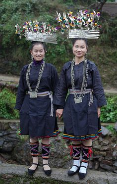Religions Du Monde, Cultures Du Monde, World Cultures, Costume Ethnique, Hmong People, Beauty Around The World, Ethnic Dress, Folk Costume, Chinese Culture