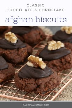 Afghans Chocolate Cornflake Biscuits The very best classic Afghans made using the original Edmonds recipe. These chocolate cornflake biscuits really are the most delicious treat. Fun Desserts, Delicious Desserts, Dessert Recipes, Vegan Desserts, Biscuit Cookies, Biscuit Recipe, Breakfast Cookies, Cake Cookies, Baking Recipes