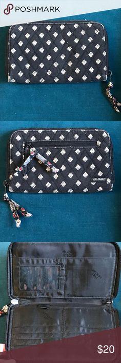 Vera Bradley Zip Top Wallet Vera Bradley Zip Top Wallet in great condition Vera Bradley Bags Wallets