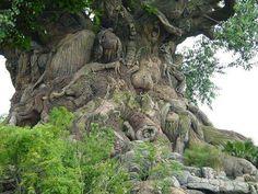 A árvore da vida da Disneilandia, com 325 animais esculpidos em seu tronco.