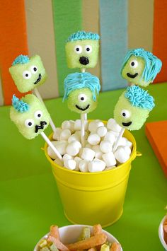 Cute monster marshmallow pops and other fun ideas for a monster party! Free printables!