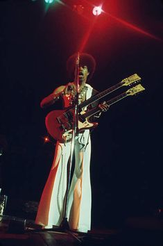 Leroy 'Sugarfoot' Bonner of the Ohio Players playing a doublenecked guitar during a concert performance by the US funk band circa 1970 70s Funk, Jazz Funk, Jazz Artists, Music Artists, Soul Music, Music Is Life, Ohio Players, 80s Hip Hop, Funk Bands