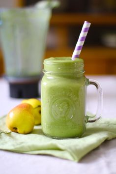 green smoothie with pear and apple