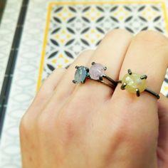 SAVE THE DATE νıєяňєs 10 ѧ ʟѧs 17. Celebramos con todos vosotros el premio que nos otorgaron el pasado diciembre al mejor joyero artesano! Podréis ver un avance de nuestro próximo trabajo (como estos anillos pieza única, realizados con nuestras manitas) con una copa de cava y algo de picar. Y para acabar de celebrarlo a lo grande, vamos a sortear entre todos los asistentes el anillo Mirror, valorado en 83€!! https://shop.tassjoies.com/productos/anillo-mirror-plata-rodiada-y-diamante