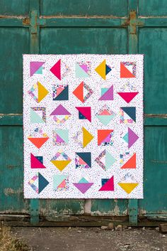 Combine Log Cabine with Halfsquaretriangles - Chromatic modern Quilt — BIJOU LOVELY