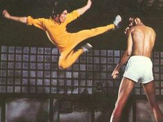 BRUCE LEE 5ft 7, 130lbs   ----- Kareem Abdul Jabbar 7ft 4  --------  BRUCE  had only filmed TWO FIGHT SCENES before he died. THIS and the one with his old training partner DAN INOSANTO.