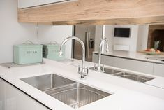 Mirrored glass splashback with oak and white cupboards. Silestone quartz worktop with undermounted sink. Chrome tap and mint accessories. Kitchen Projects, Kitchen Splashback Inspiration, Mirrored Glass, Bespoke Kitchens, Splashback, Kitchen Collection, Bespoke Kitchen Design, Kitchen Fittings, Kitchen Styling