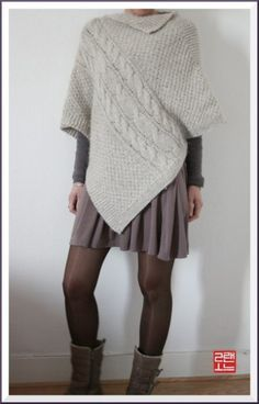 poncho and shiny stockings! Poncho Shawl, Knitted Poncho, Knitted Shawls, Poncho Knitting Patterns, Bolero, Crochet Fashion, Shawls And Wraps, Knitwear, Sweaters For Women