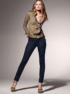 ruffle poplin shirt & denim leggings. cute.