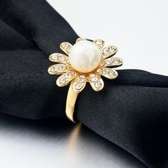 http://gemdivine.com/2016-gold-plated-imitation-pearl-jewelry-flower-rings-austrian-crystals-rings-for-women-fashion-engagement-rings-sri150044/