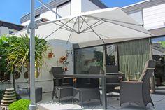 #sonnenschirm #weiß #terrasse #sommer Mit unseren Sonnenschirmen werden Deine Stunden im Freien zum Genuss.
