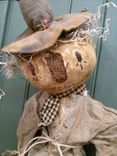 Scarecrow Doll, Halloween Doll, Spooky Halloween, Halloween Pumpkins, Primitive Scarecrows, Primitive Pumpkin, Primitive Doll Patterns, Collector Dolls, Folk Art