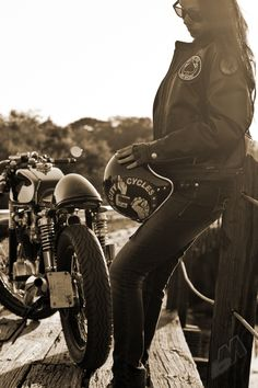 shipwreckedinsc:    motorgrrl:    © Dime City Cycles    Need for speed: bikes and babes