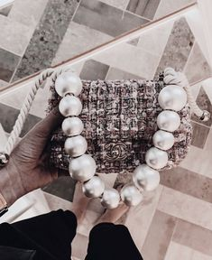 The handbags of the latest Fashion collections on the CHANEL official website Chanel Handbags, Purses And Handbags, Chanel Bags, Chanel Chanel, Mini Handbags, Luxury Bags, Luxury Handbags, Look Fashion, Fashion Bags