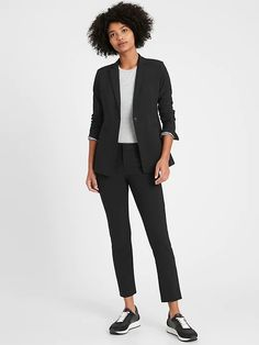 Long and Lean-Fit Washable Wool-Blend Blazer | Banana Republic Trousers Women Outfit, Best Work Pants, Suits For Women, Clothes For Women, Work Clothes, Photographer Outfit, Duster Cardigan Sweater, Work Attire, Office Attire