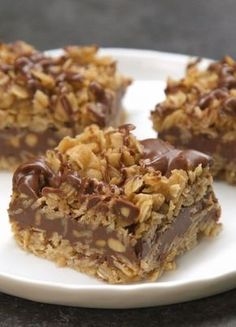 It doesnt get easier than this! True to the name, these delicious No-Bake Chocolate Oat Bars require zero baking to make, just butter, . Easy Desserts, Delicious Desserts, Yummy Food, Tasty, Easy Dessert Bars, Healthy Dessert Recipes, No Bake Desserts, Vegan Desserts, Peanut Butter Oatmeal Bars