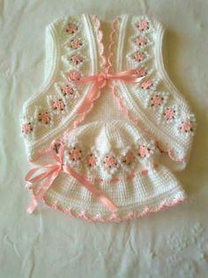 Resultado de imagem para free crochet patterns for baby bolero Baby Girl Crochet, Crochet Baby Clothes, Baby Blanket Crochet, Crochet For Kids, Knit Crochet, Baby Cardigan, Baby Pullover, Baby Vest, Baby Knitting Patterns