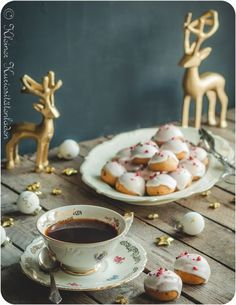 Pfeffernüsse Holiday Cookie Recipes, Holiday Cookies, Xmas Holidays, Winter Christmas, Christmas Biscuits, Best Christmas Markets, Shortbread, Afternoon Tea, Hot Chocolate