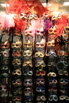 Oh, mask! mask! - Shop Windows in Italy